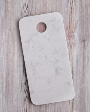tabla-marmol blanco rectangular con agujero para colgar