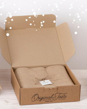 Cesta gourmet cartón con tela de yute