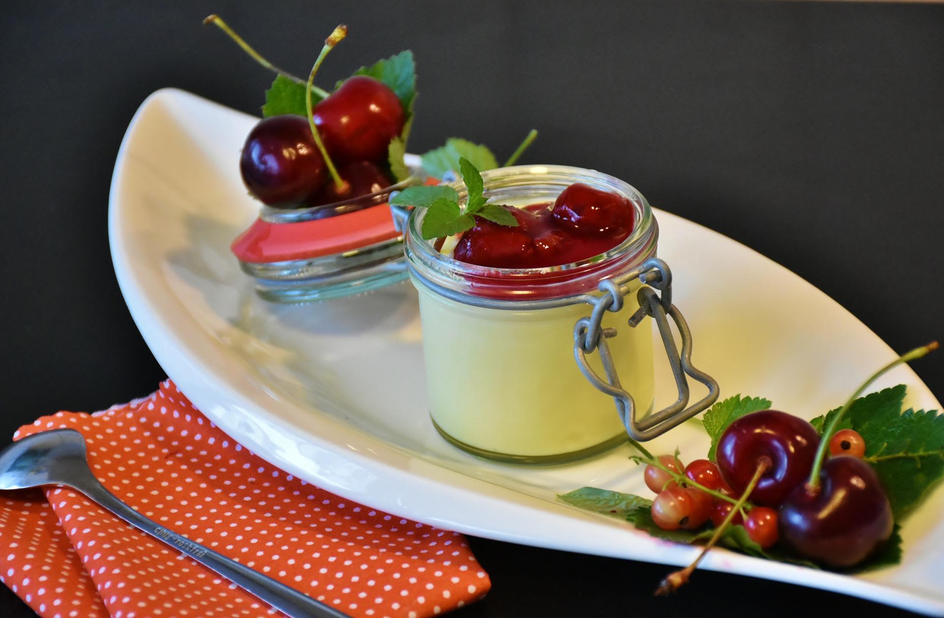 Receta de Vasitos de Cereza. crema de queso con coulis de cerezas
