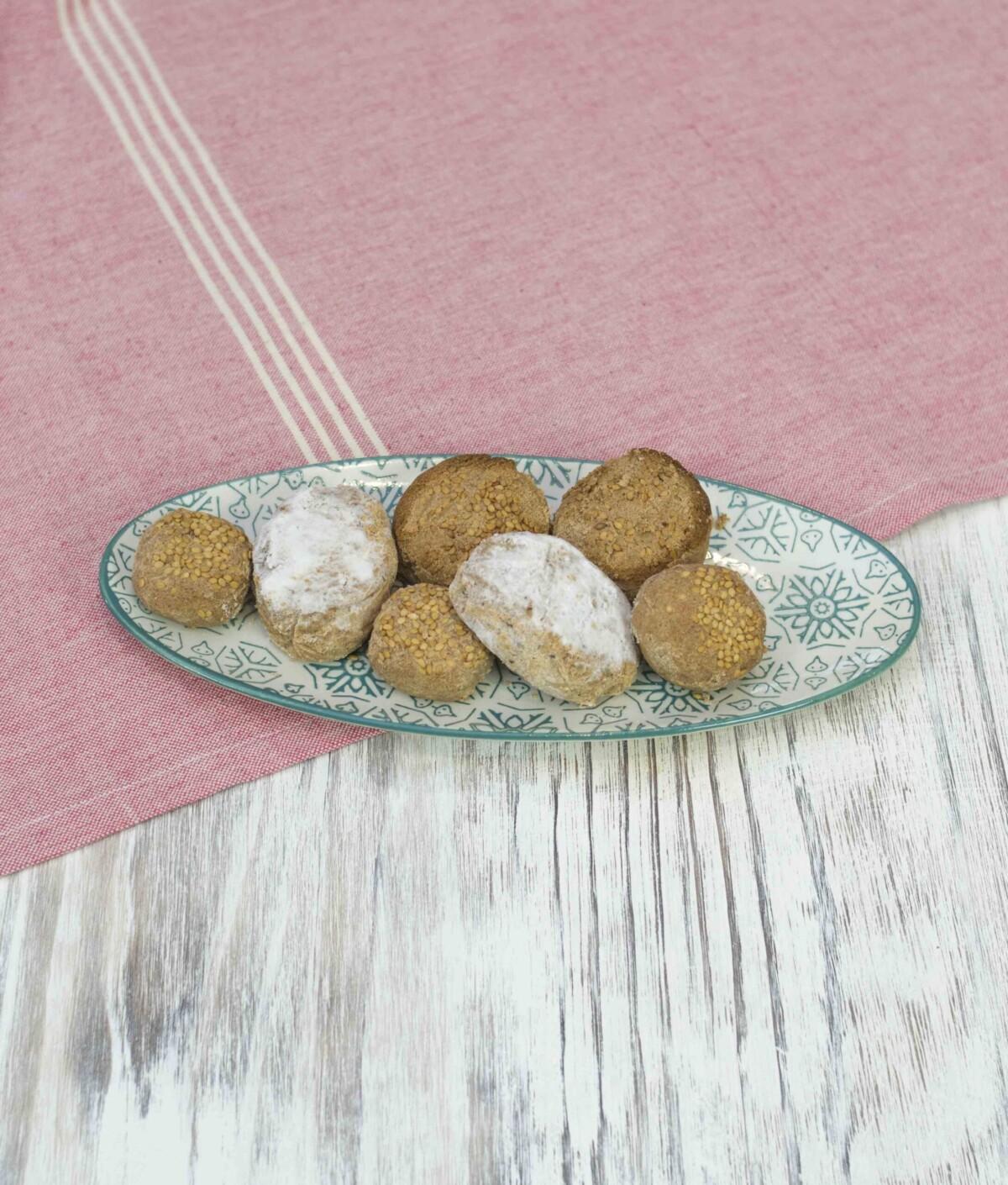 Plato con surtido de polvorones y mantecados artesanos